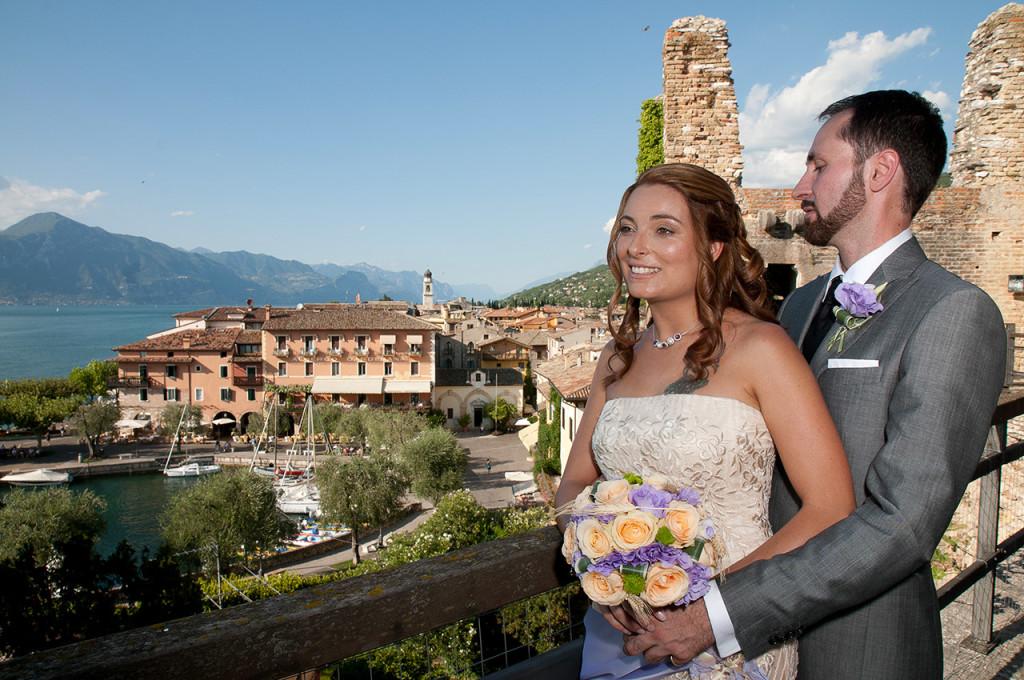 Una veduta romantica del lago di Garda dopo la cerimonia di matrimonio