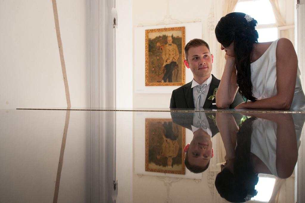 Sposi negli interni di Villa Morosini