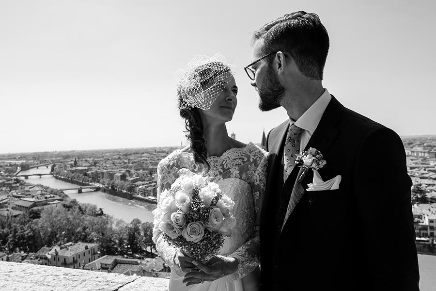 passeggiata sposi a verona castel san pietro
