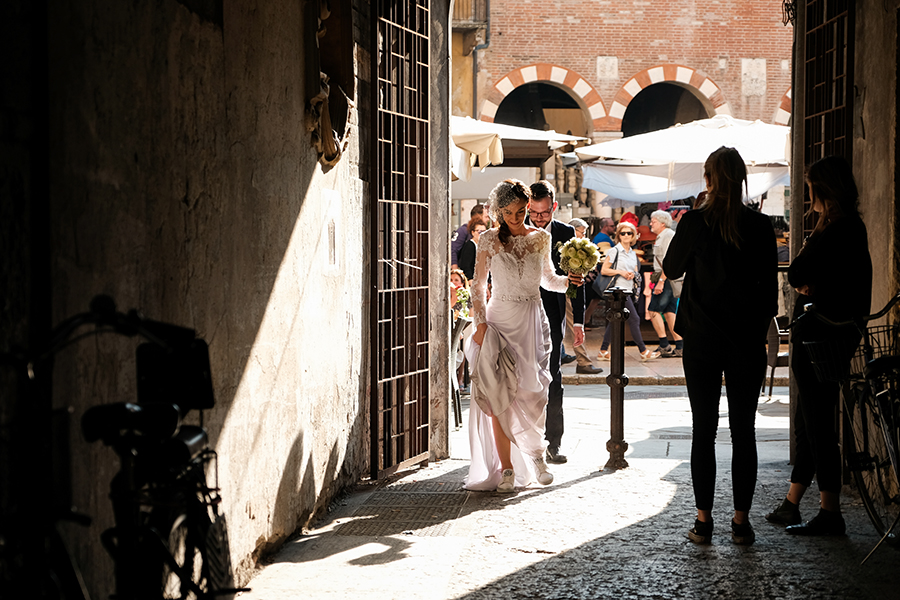 passeggiata sposi a verona piazza erbe
