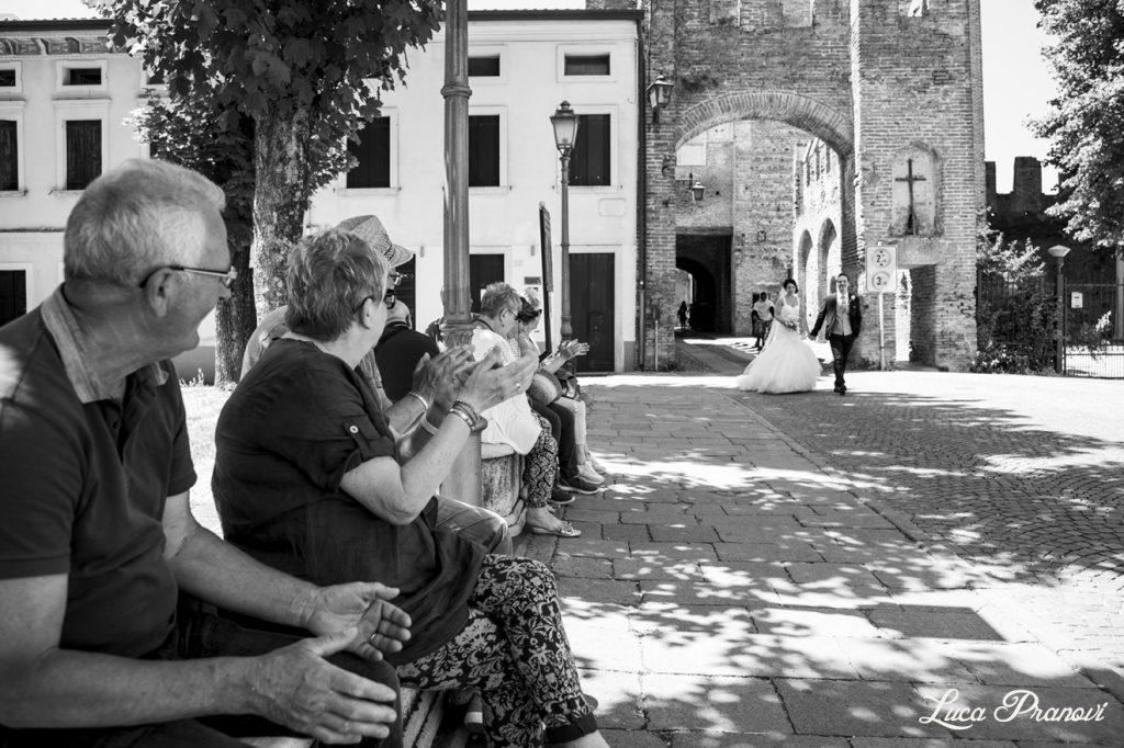 fotografia di matrimonio di strada