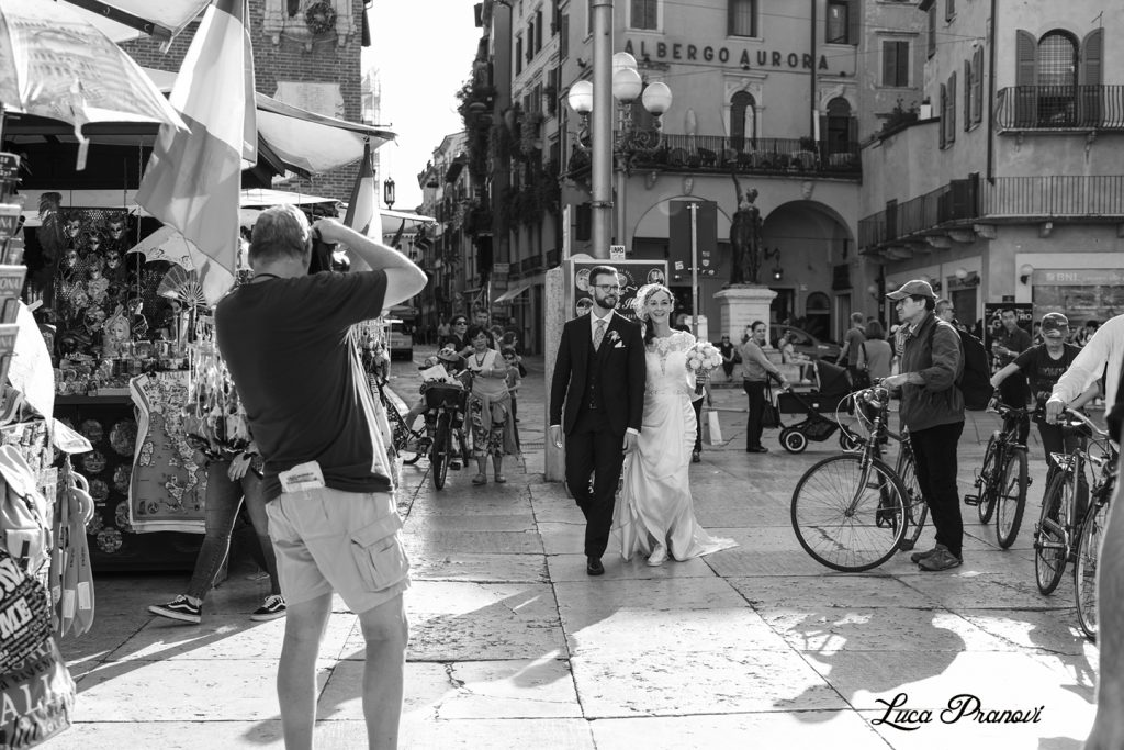 street wedding photography verona piazza erbe